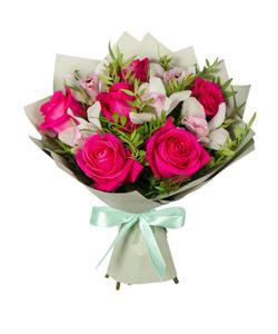 """Букет из цветов """"Поцелуй розы"""" с доставкой по Новосибирску 35 - 40 см."""