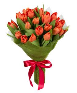 """Букет из цветов """"Весенние тюльпаны"""" с доставкой по Екатеринбургу 20 - 30 см."""